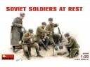 MiniArt SOVIET  GUN  CREW  AT  REST 1/35 NO.35028